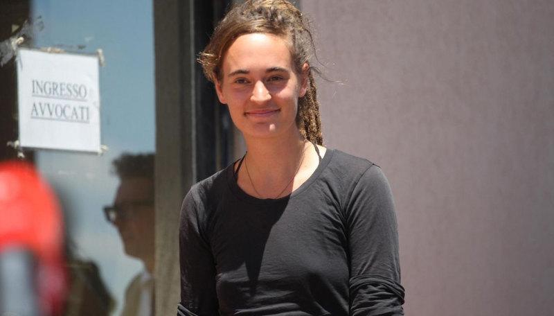 Carola Rackete - capezzolo libero