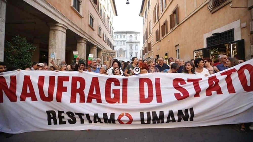 Decreti Sicurezza - protesta Restiamo Umani
