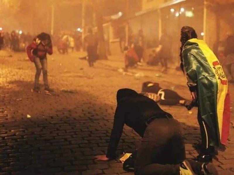La Bolivia è sotto assedio - scontri La Paz