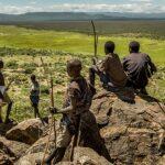 Hadza - il popolo Hadza a caccia