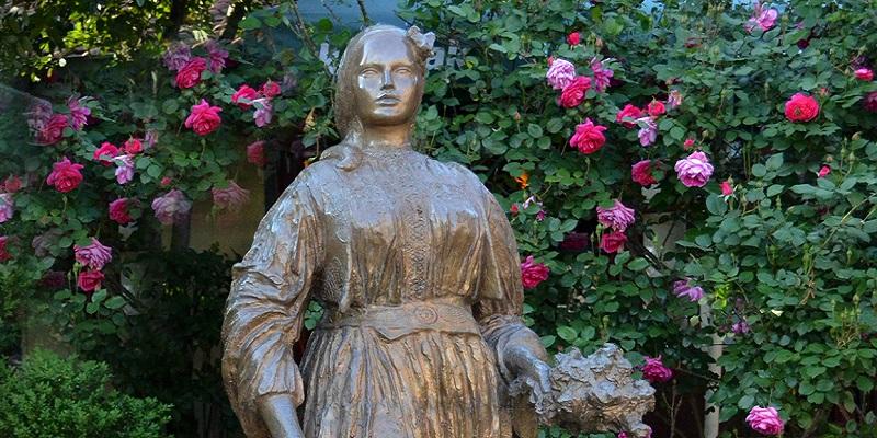 Statua di Emina Sefić