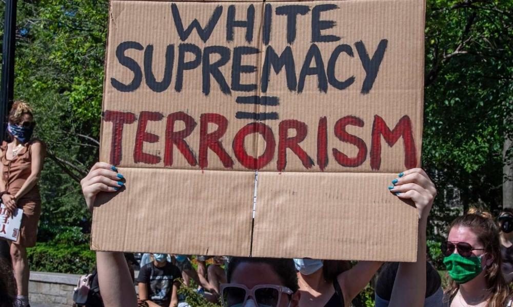 il suprematismo bianco è terrorismo - manifestazione antirazzista